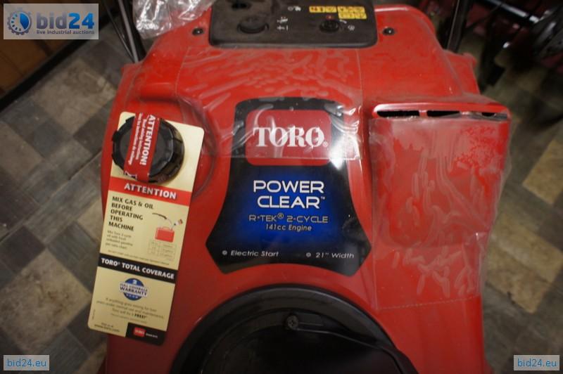 Bid24 - Toro Power Clear R TEK 141cc Snow Blower